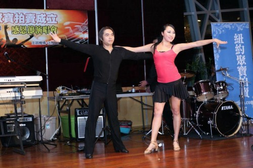 Maohua Qin and Jolin Yang法拉盛网好声音感恩节演唱会2013