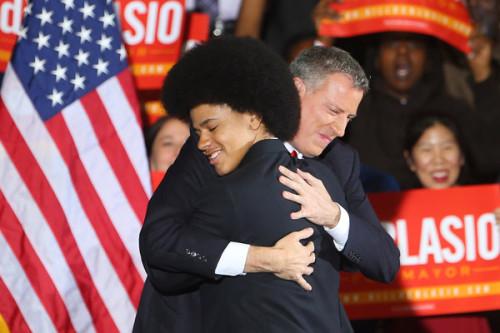 白思豪(Bill de Blasio)高票當選,成为紐約市20多年来首位民主党市长。