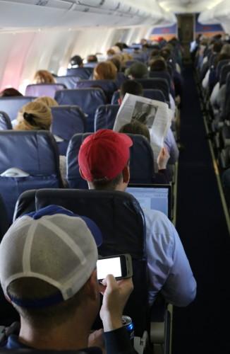 飞机上使用电子设备美国允许