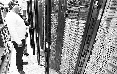 """研究人员让""""尼尔""""学习建立常识,该计算机程序在两个计算机组群上运行"""