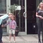 丹麦辣妹「畫」上「CHANEL」黑衣逛街,引人瞩目