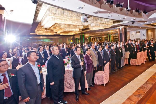 中美收藏家协会二周年庆典  梅丽娜担任唐国强、张铁林 慈善书画拍卖 拍卖官