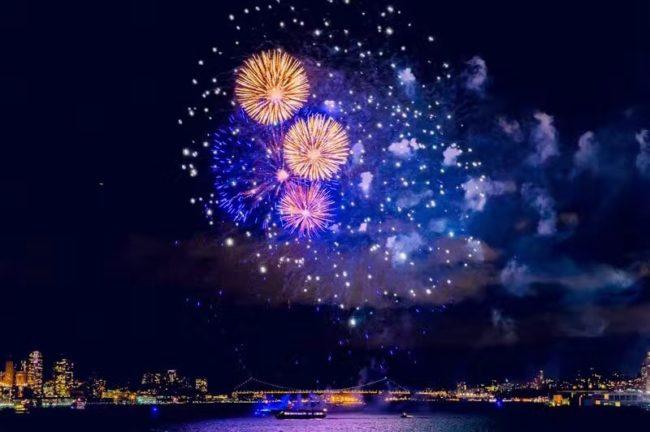 2/14 庆祝中国新年&情人节  游船晚宴观赏烟花 免费接送