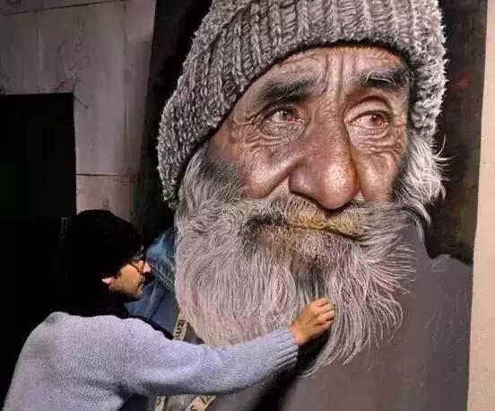 买画人用的是钱 而画画的人用的是命